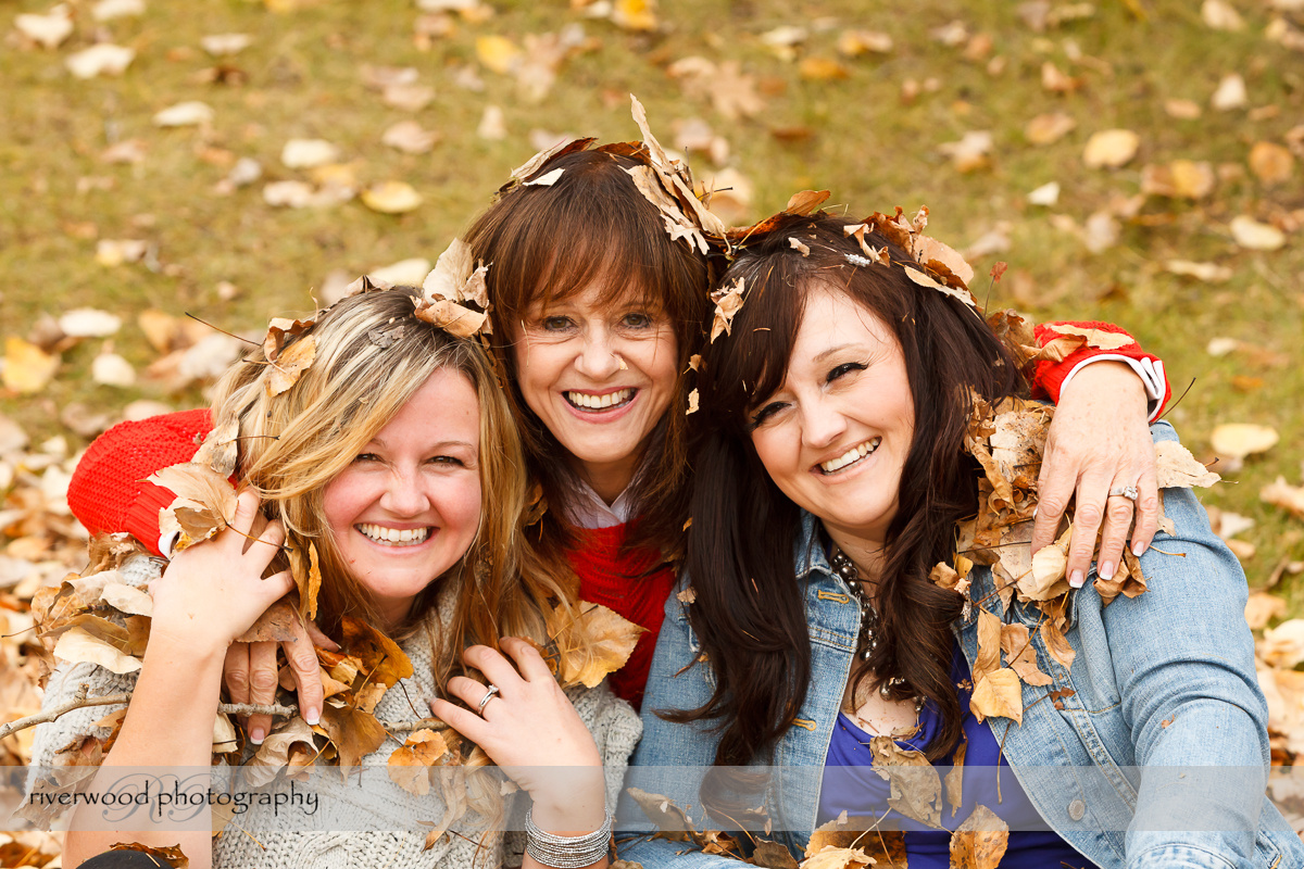Extended Cowan Family Fall Portrait Session at Edworthy Park in Calgary (11)