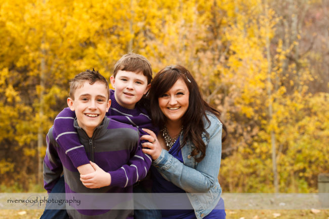 Extended Cowan Family Fall Portrait Session at Edworthy Park in Calgary (10)