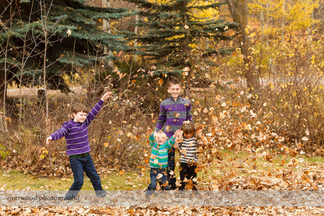 Extended Cowan Family Fall Portrait Session at Edworthy Park in Calgary (8)