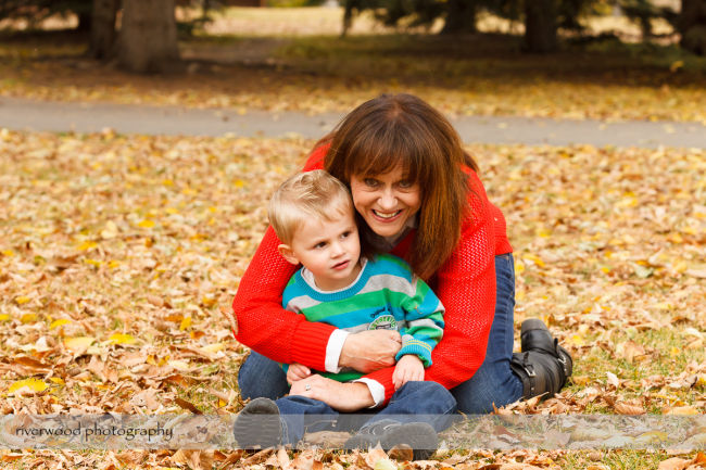 Extended Cowan Family Fall Portrait Session at Edworthy Park in Calgary (7)