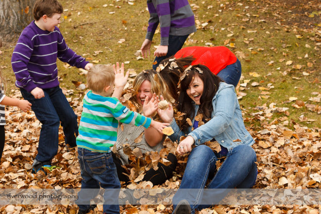 Extended Cowan Family Fall Portrait Session at Edworthy Park in Calgary (3)